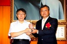 Taipei Mayor Says No to Suits When Meeting Foreign Guests
