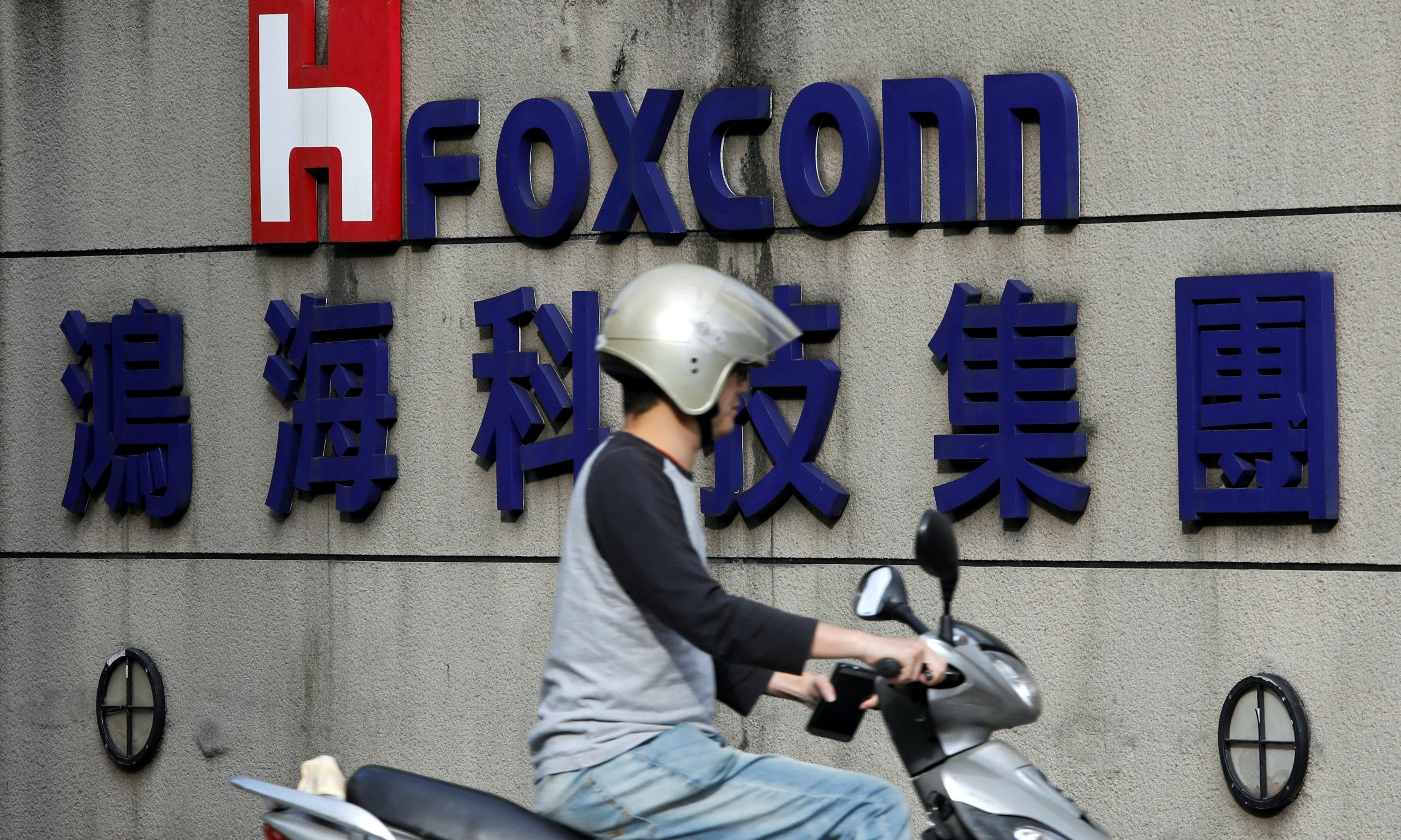 Taiwan's Foxconn Is Considering Opening an iPhone Factory in Vietnam