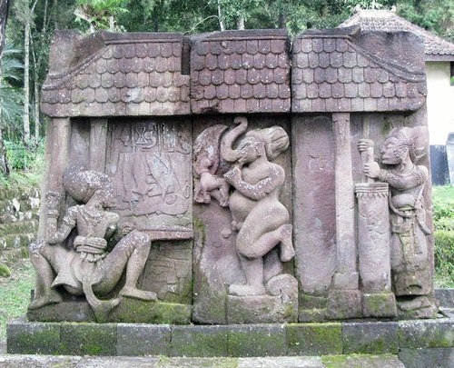 Keris_Relief_at_Sukuh_Temple
